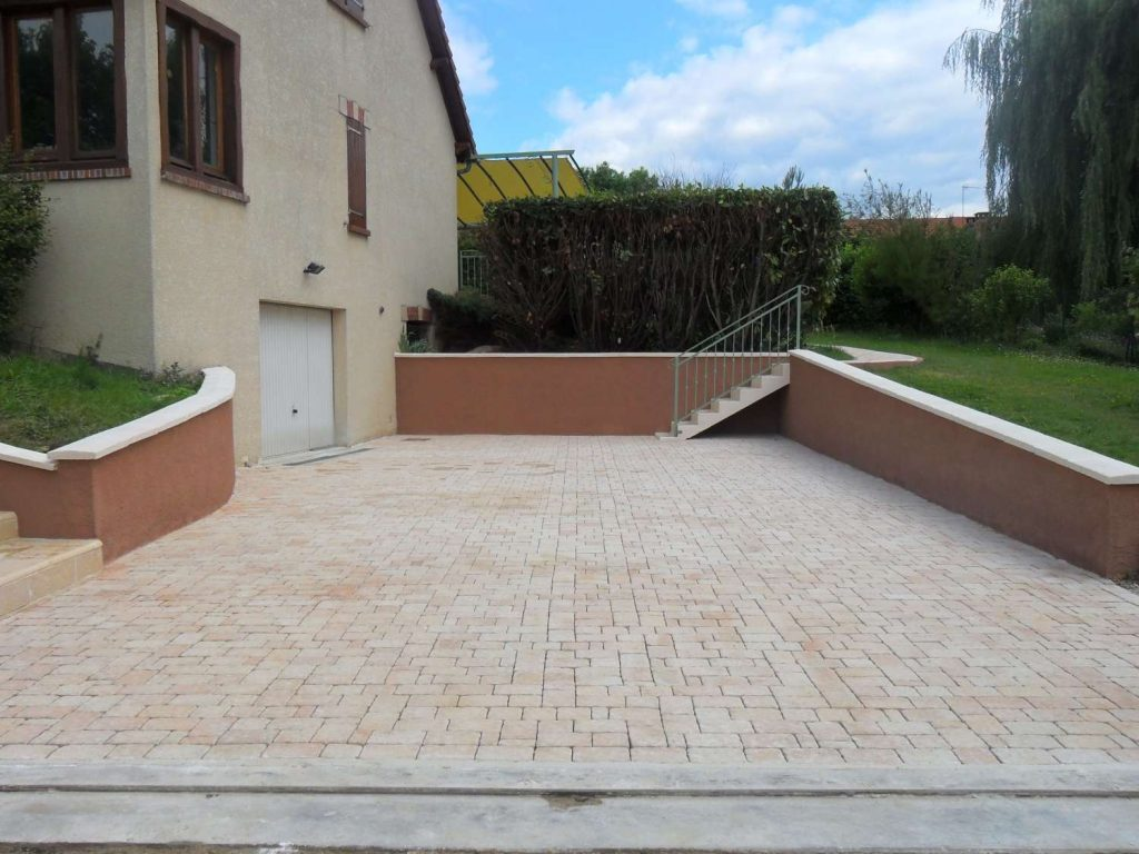 Ext rieurs all e et terrasse en granit et pierres for Amenagement terrasse exterieur
